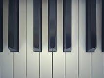Piano muy viejo imagen de archivo