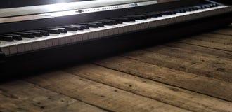Piano op houten close-up als achtergrond Stock Fotografie