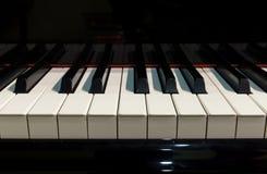 Piano på etapp royaltyfria bilder