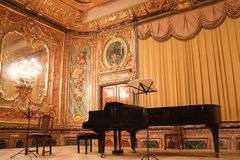 Piano à queue de concert dans le manoir de Polovtsov Photo libre de droits