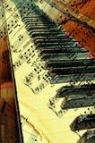 Piano velho com as folhas antigas da nota Foto de Stock