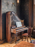 Piano vertical en el museo de Countrylife en el condado mayo de Castlebar Foto de archivo