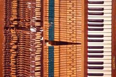 Piano viejo fotos de archivo libres de regalías