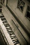 Piano viejo del vintage Foto de archivo libre de regalías