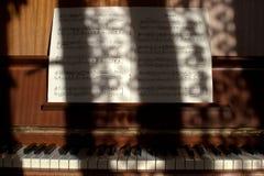 Piano y notas Imagenes de archivo