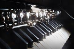 Piano y oboe de los instrumentos musicales fotos de archivo libres de regalías