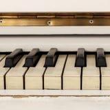 Pianoforte bianco, strumento di vista frontale, strumento musicale lea Fotografia Stock Libera da Diritti