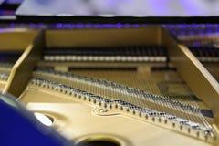 Pianokoorden en hamers met beige rand Stock Foto's