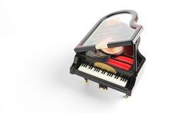 Pianomodel op wit wordt geïsoleerd dat Stock Fotografie