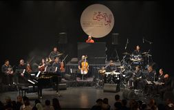 Pianopopen Zade Dirani utför på Bahrain, 2/10/12 Fotografering för Bildbyråer