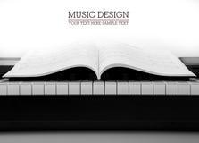 Pianosleutels en muzikaal boek Stock Foto