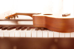 Pianotangent och ukulele royaltyfria foton
