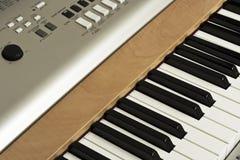 Pianotangenter och knappar Fotografering för Bildbyråer