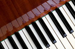 Pianotoetsenbord en bezinningen Stock Fotografie