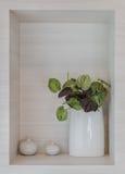 Pianta artificiale in vaso ceramico bianco fotografia stock libera da diritti