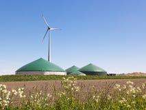 Pianta del biogas e turbina di vento Fotografia Stock Libera da Diritti