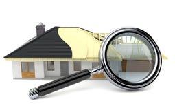 Pianta della casa con la lente d'ingrandimento Fotografia Stock