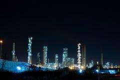 Pianta della raffineria di petrolio con il generatore di potenza immagini stock libere da diritti