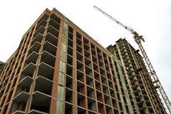 Pianta di nuova costruzione di casa residenziale moderna in costruzione Concetto di sviluppo immobiliare Multi casa di storia da Fotografia Stock Libera da Diritti