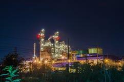 Pianta elettrica con il paesaggio di notte Fotografie Stock Libere da Diritti