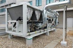 Pianta raffreddata aria del refrigeratore di acqua con la canalizzazione Immagini Stock
