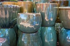 Piantatrici ceramiche ad un mercato fotografia stock libera da diritti