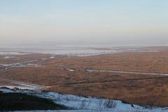Pianura nebbiosa del paesaggio di inverno Fotografie Stock Libere da Diritti