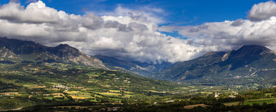 Pianura nella valle di Champsaur, alpi francesi, Francia di Chabotte Fotografia Stock Libera da Diritti