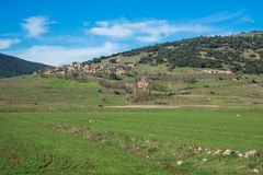 Pianure e montagne verdi intorno a Vitina, il Peloponneso, Grecia Immagine Stock