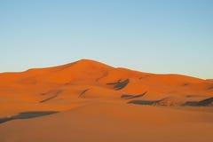 Piasek diun pustynna panorama przy zmierzchem Zdjęcia Stock