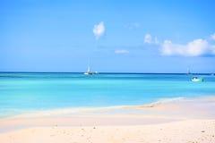 Piasek i krystaliczna woda morska Saona wyspa z som, Zdjęcie Royalty Free