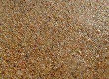Piasek na plaży pod wodą, opustoszały plażowy jezioro, lato, światło słoneczne na piasku zdjęcia stock