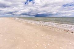 piasek na plaży tropikalny white Zdjęcia Royalty Free