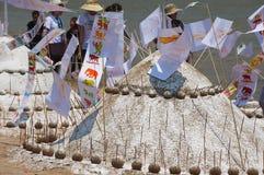 Piasek pagody budowali przy Mekong brzeg rzeki podczas Lao nowego roku Phi Mai świętowania w Luang Prabang, Laos Zdjęcie Stock