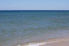 Piasek plaża na słonecznym dniu Zdjęcia Stock