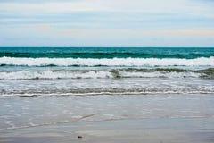 Piasek plaża z błękitnym oceanem Obrazy Royalty Free
