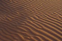 Piasek z fala w czerwieni pustyni Zdjęcie Stock