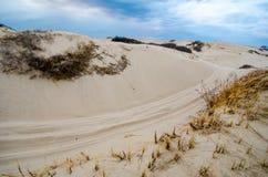 Piasków dryfy wzdłuż Cape Cod Krajowego Seashore na chmurzącym chmurnym dniu i diuny zdjęcie stock
