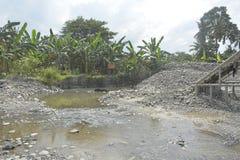 Piaska i żwiru ekstrakcja przy Matanao, Davao Del Sura, Filipiny obrazy stock