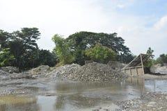 Piaska i żwiru przesiewanie Mal rzeka, Matanao, Davao Del Sura, Filipiny zdjęcia stock