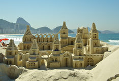 Piaska kasztel na Copacabana plaży obraz stock