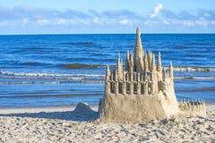 Piaska kasztel na plaży Fotografia Royalty Free