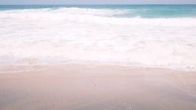 Piaska Plażowy wakacje Fala Na brzeg tropikalny na plaży zbiory wideo