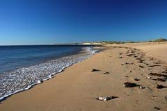 Piaskowata Niekończący się plaża Zdjęcia Royalty Free