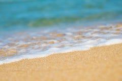 Piaskowata plaża i błękitny ocean Obrazy Stock