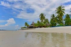 Piaskowata plaża tropikalna Koh Mook wyspa w Krabi Zdjęcia Stock