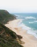 Piaskowata plaża z rozbijać macha od above Fotografia Royalty Free