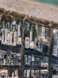 Piaskowata plaża z słońc loungers, Miami plaża, Floryda, usa Zdjęcia Stock
