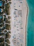 Piaskowata plaża z słońc loungers, Miami plaża, Floryda, usa Obrazy Stock