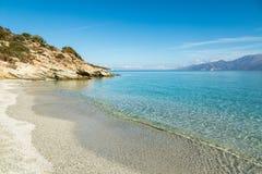 Piaskowata plaża i linia brzegowa pustyni des Agriates w Corsica Obrazy Royalty Free